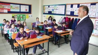 'Yılın öğretmeni' iyiliksever öğrenciler yetiştiriyor - SİVAS