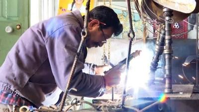 Hurda araçları sanat eserine dönüştürüyor - İZMİR
