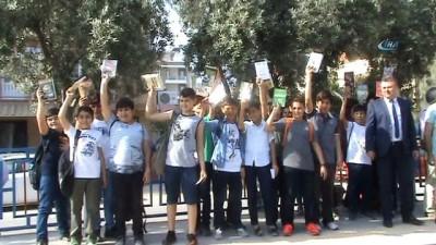 Minikler, kitap okuma oranlarına dikkat çekmek için Manisa'dan İzmir'e kitap okudular