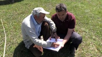 Okuma yazma bilmeyen çobana arazide eğitim - SAMSUN