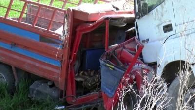 Tır ile kamyonet çarpıştı: 1 ölü, 4 yaralı - ÇORUM