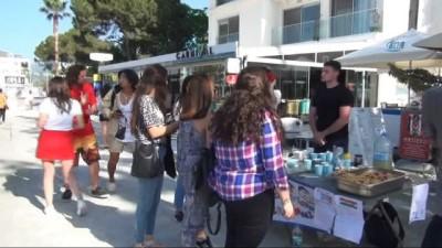 Erasmus kapsamında Türkiye'ye gelen 6 ülkeden 36 öğrenci engelliler için satış yaptı