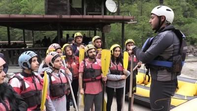 Fırtına Deresi'nde öğrencilerin rafting keyfi - RİZE