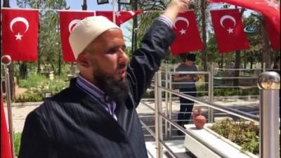 Görme Engelli Bıkmaz, Halisdemir'in mezarında Kur'an ziyafeti verdi
