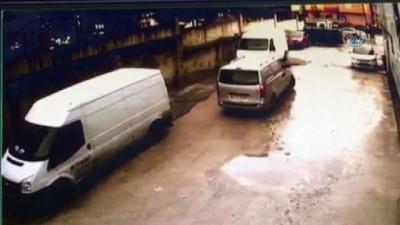 akalan -  Güpegündüz minibüsten halı çalan hırsızlar kamerada İzle