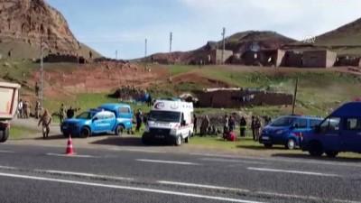 Kaçak göçmenleri taşıyan kamyon devrildi: 1 ölü, 30 yaralı (2) - ERZURUM