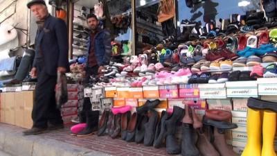 Lastik ayakkabı satıcılığından fabrikatörlüğe