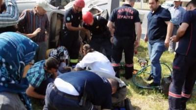 Midibüs ve otomobil çarpıştı: 2 yaralı