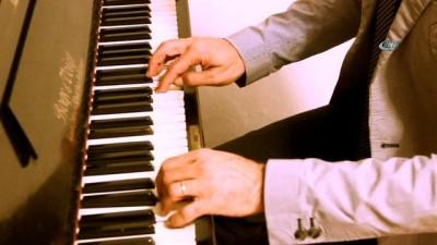 Tarihi piyano Edremit'te sergileniyor