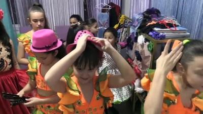 Türk ve Rus çocuklar el ele dans ediyor - ANTALYA