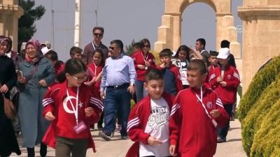 Türk ve Suriyeli çocuklar dedelerinin savaştığı topraklarda - ÇANAKKALE
