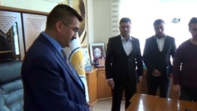 AK Partili başkanın adını kullanan dolandırıcı tutuklandı