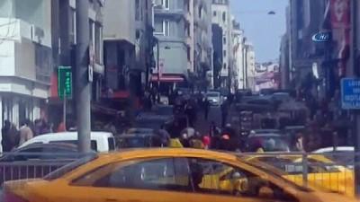 Fatih'te vatandaşlardan kapkaççıya meydan dayağı kamerada