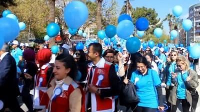 Otizmli öğrencilerden 'Ölürüm Türkiyem' marşı