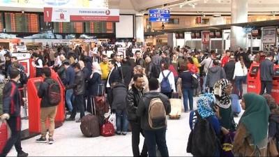 Atatürk Havalimanı'nda 23 Nisan yoğunluğu