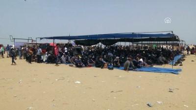 israil - Gazzeliler, cuma namazını sınırda kıldı - HAN YUNUS