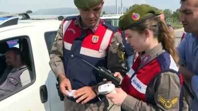 Jandarmadan 'barkod ve karekod okuyucu cihazlı' uygulama - İZMİR
