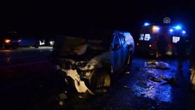 Kamyonet ile hafif ticari araç çarpıştı: 4 ölü, 3 yaralı - AĞRI