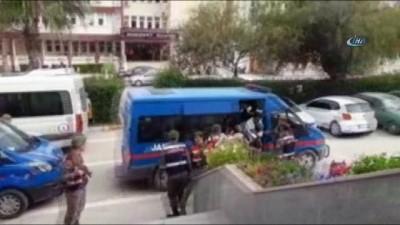 Kozan'da sarkıntılık cinayeti şüphelileri adliyeye sevk edildi
