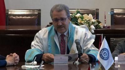 Rektör Budak, koltuğunu 5. sınıf öğrencisi Akyürek'e devretti