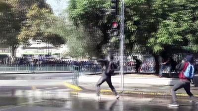 Şili'de öğrenciler sokağa döküldü - SANTİAGO