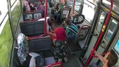 otobus kamerasi - Şoför ve yolcular seferber oldu...Otobüste kalp krizi geçiren kadını hastaneye böyle yetiştirdiler