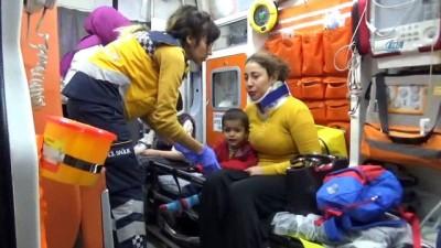 2 araç hatalı sollama yüzünden çarpıştı: 4'ü çocuk 8 yaralı