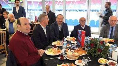 Ahmet Ağaoğlu: 'Birlik ve beraberlik içinde olduğumuzda hiç kimse karşımızda duramaz'