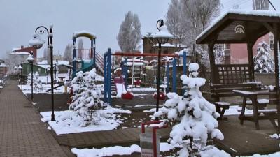 Doğu Anadolu'da baharda kar yağışı - KARS
