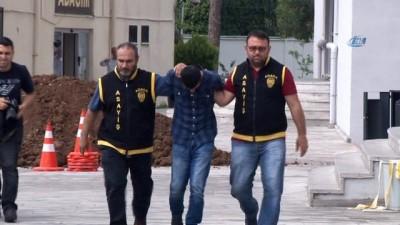 Tespih ve para hırsızını poşetteki parmak izi ele verdi... 7 bin 500 lira değerinde tespih çalan hırsız yakalandı