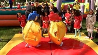 Bakan Kaya, yetiştirme yurdunda kalan çocuklarla sokak oyunları oynadı