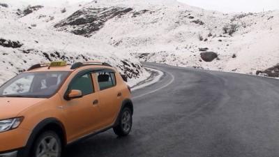 Hakkari'de kar yağışı etkili oldu (2)