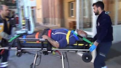 İşçileri taşıyan minibüsler çarpıştı: 8 yaralı
