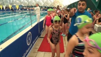 Minik yüzücüler 23 Nisan için yarıştı