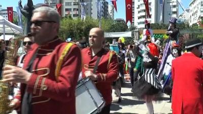 23 Nisan Kadıköy'de karnaval havasında kutlandı