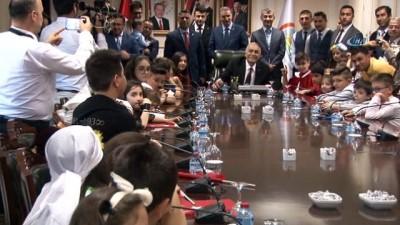 cumhurbaskani -  Bakan Fakıbaba çocukları kabul etti