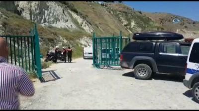 Baraj gölünde kimliği belirsiz erkek cesedi bulundu
