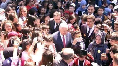Başbakan Binali Yıldırım, 23 Nisan'ı çocuklarla kutladı