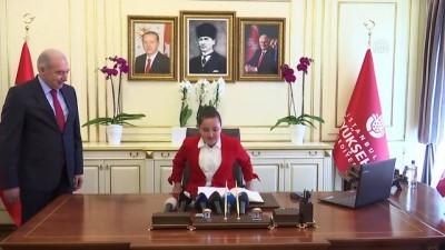 İBB Başkanı Uysal'ın koltuğuna ortaokul öğrencisi Yağmur oturdu - İSTANBUL