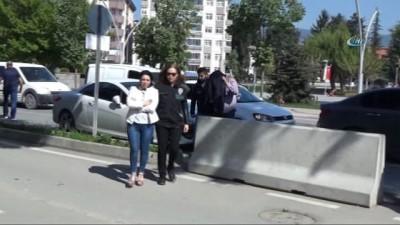 emniyet mudurlugu -  Bolu'da durdurulan çiftin arabasında 8 kilo 30 gram uyuşturucu çıktı