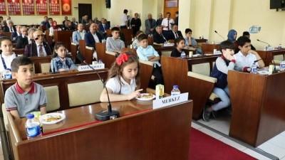 İl Genel Meclisi olağanüstü toplantısını çocuk üyeler açtı