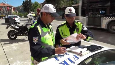 Isparta'da polis sürücülere göz açtırmadı...1 saatte 15 araç sürücüsü ceza yedi