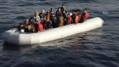 İzmir'de 29 kaçak göçmen yakalandı İzle