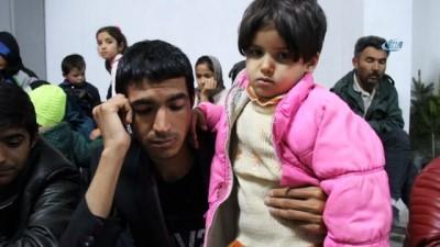 Jandarmadan kaçak göçmenlere sıcak ilgi İzle