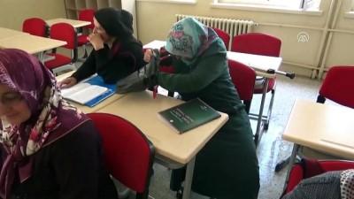Koltuk değneğiyle okuma yazma kursuna gidiyor - AMASYA