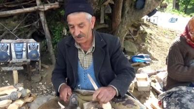 Osmanlı döneminden bu yana atalarının mesleği ile geçimlerini sağlıyorlar