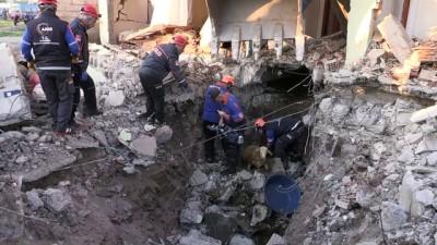 Samsat'ta deprem (8) - Göçük altında kalan hayvanları kurtarma çalışması - ADIYAMAN