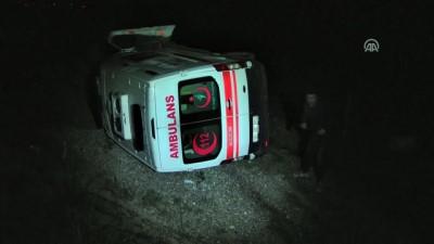 Ambulans otomobile çarptı: 1 ölü, 3 yaralı - KARS