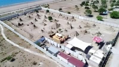 Efsaneler kumda hayat buldu...Heykeltıraşların çalışmaları havadan görüntülendi
