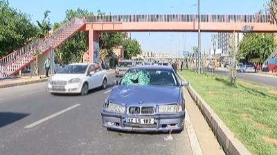 Kazayı seyredip, üst geçit yerine yolu kullandılar